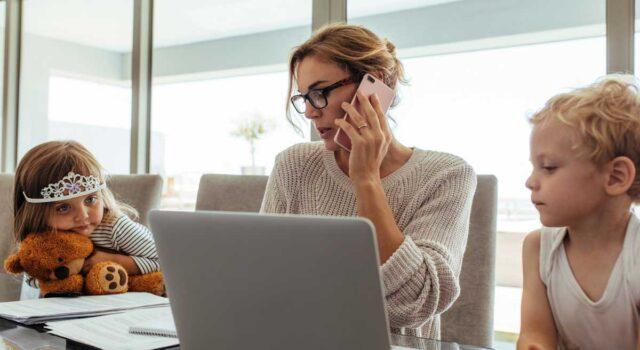 5 Expert Tips for Working from Home in a Crowded House during the Coronavirus Pandemic